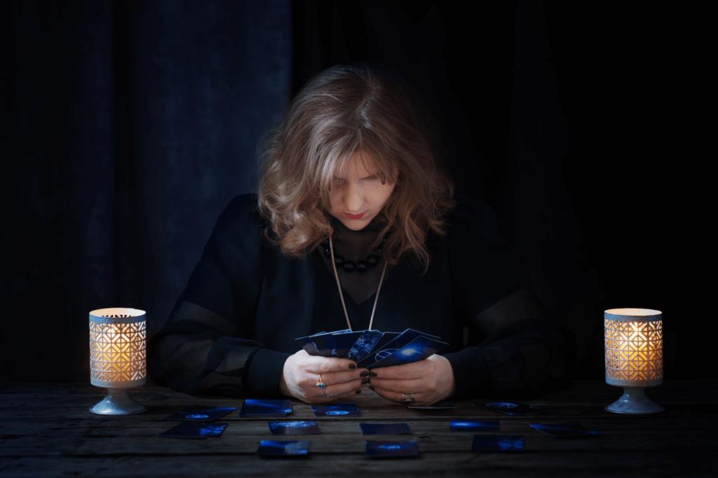 woman tarot reading